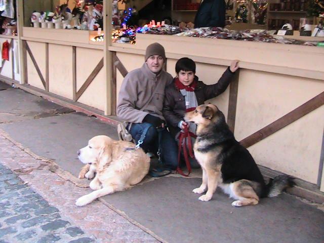 Alejandro con nuestros perros